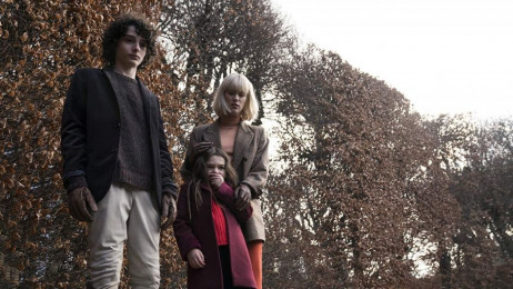 """The Turning"" – zwiastun horroru z gwiazdą ""Stranger Things"" w obsadzie"